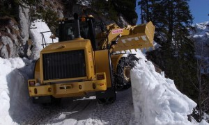 The large snow plough makes its way up the Kehlsteinstrasse... (Photo courtesy of Herr N. Eder)